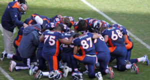 Broncos Team Praying