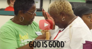 """Man Pays For Strangers Groceries While Telling Them """"God Is Good"""".... Wow!"""